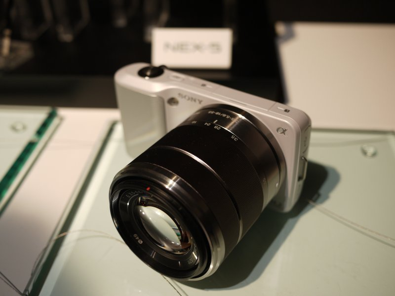 SONY NEX-3 with NEX review (japanese)