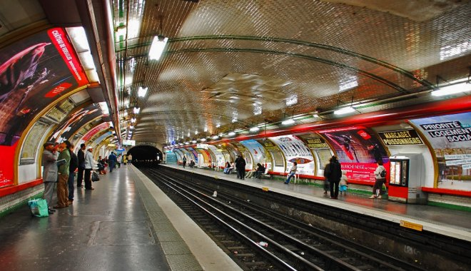 metro station paris