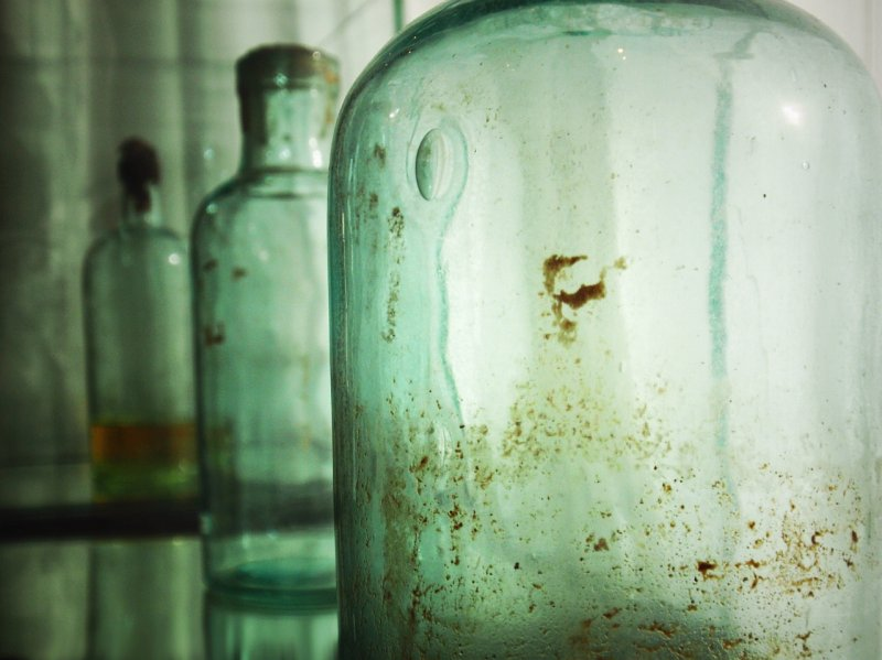 Antique shop (Old bottles)