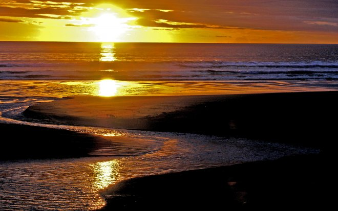Ocean Beach daybreak, Hawkes Bay, New Zealand