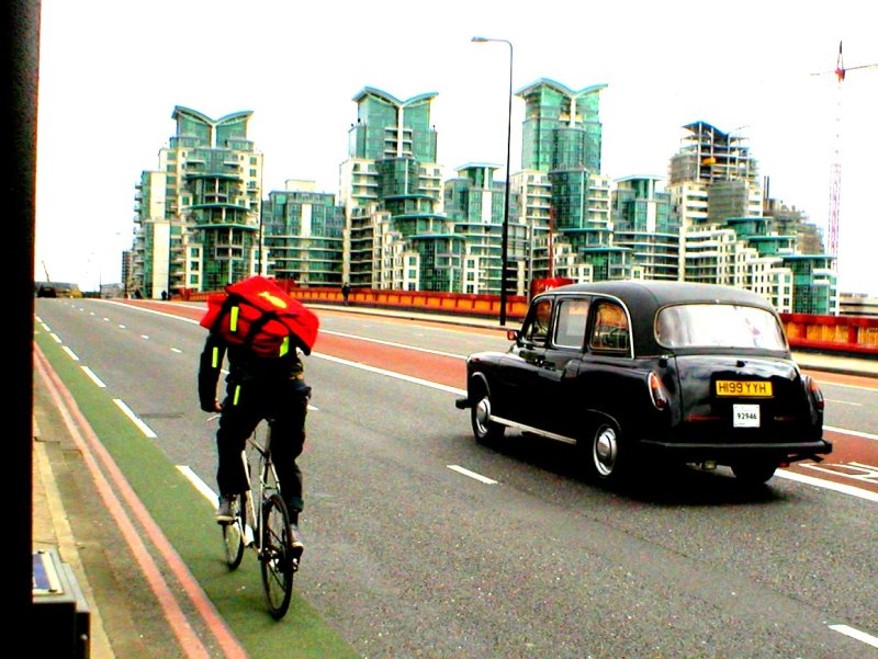 Courier Bike & London Cab
