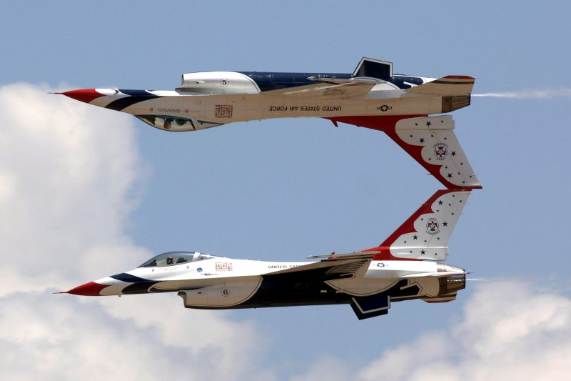 US Air Force Thunderbirds at USAFA Graduation in 2007