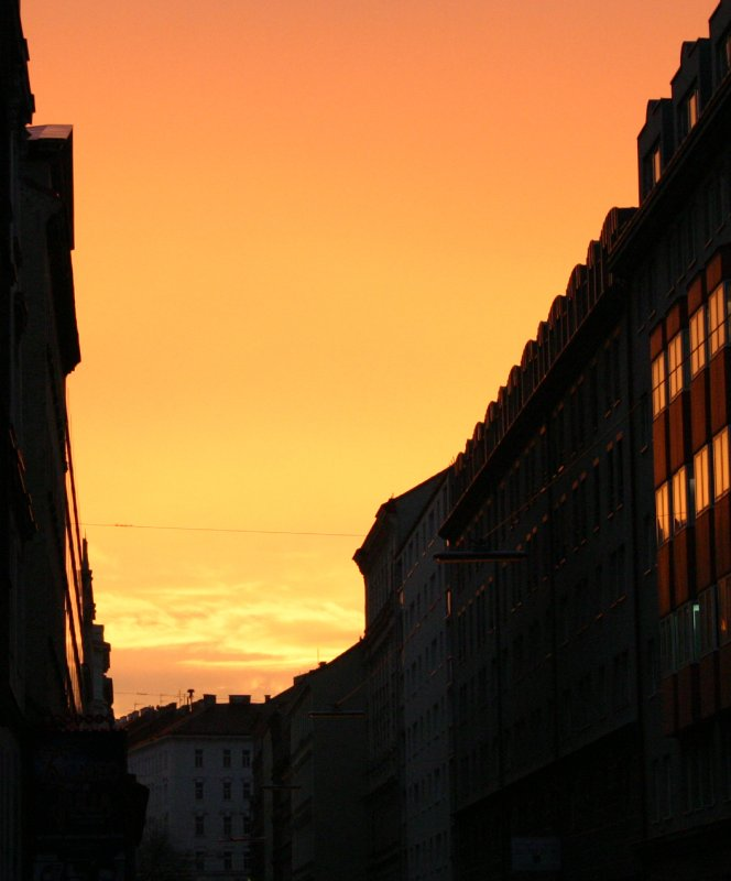 Abendstimmung in der Stadt. / Dusk in the City.