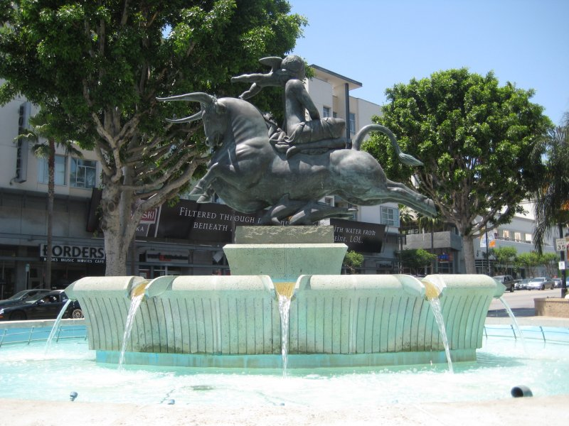 Water fountain on Sunset and Vine