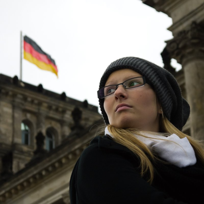 DE Society 03: Girl waiting in Reichstag