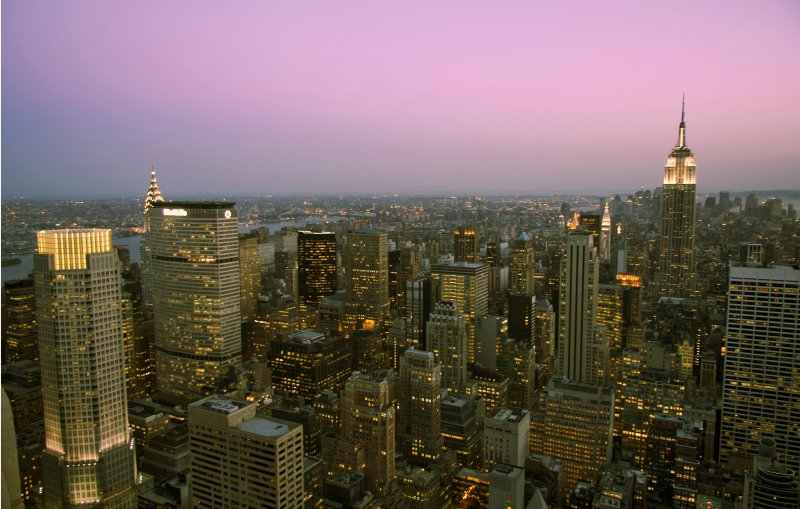 Dusk's Hues in Manhattan