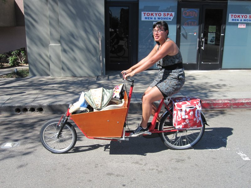Flying Pigeon bakfiets w. baby and baby momma at CicLAvia