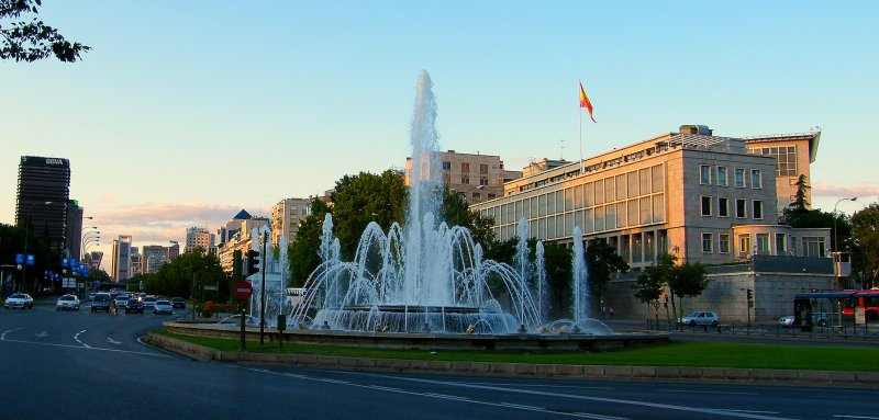 Beautiful Madrid, Beautiful Paseo de la Castellana @ Spain's capital in autumn 2008! Memories stay alive and bring us back to this gem!
