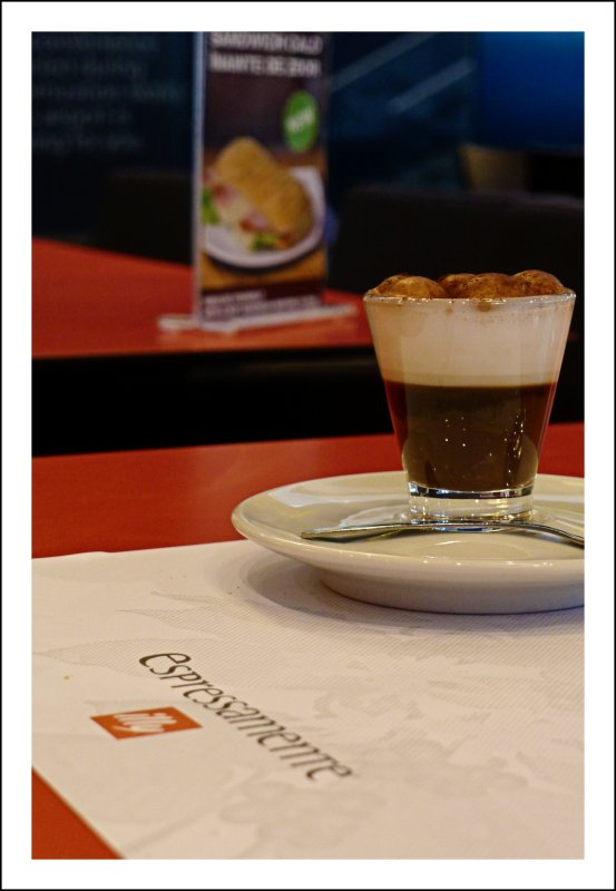 Espressamente illy // Pleasures @ Henri Coandă International Airport Bucharest // Romania // Aeroportul Internaţional Henri Coandă // Connecting to our Flight with Tarom to Atatürk International Istanbul // Enjoy // Embrace!