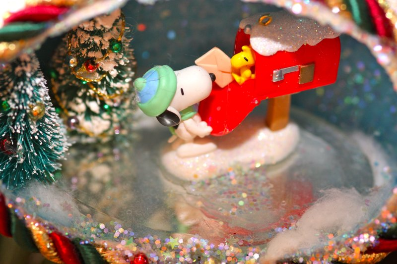 Christmas egg scene with Snoopy and Woodstock
